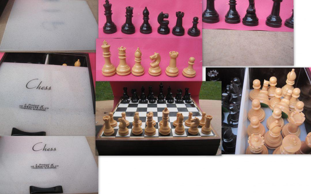 Oralite Plastic chess set and box – c.1930-1967