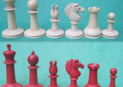 Mid to late 19th century bovine bone Staunton St. George chess set