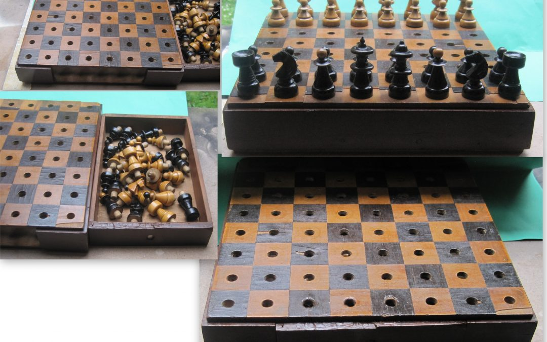 Late 19th century 'Coffee House' style pegged travel chess set
