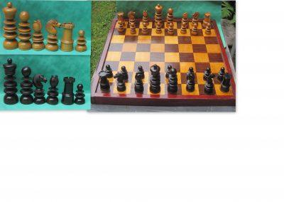19th century box/rosewood English St. George pattern chess set
