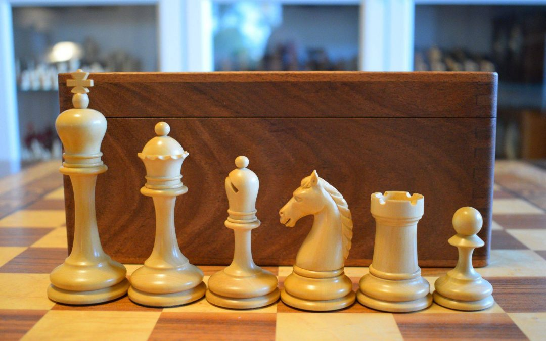 "Reproduction of the 1885 Leipzig ""Augustea Klub-Schach"" boxwood & ebony chess set"